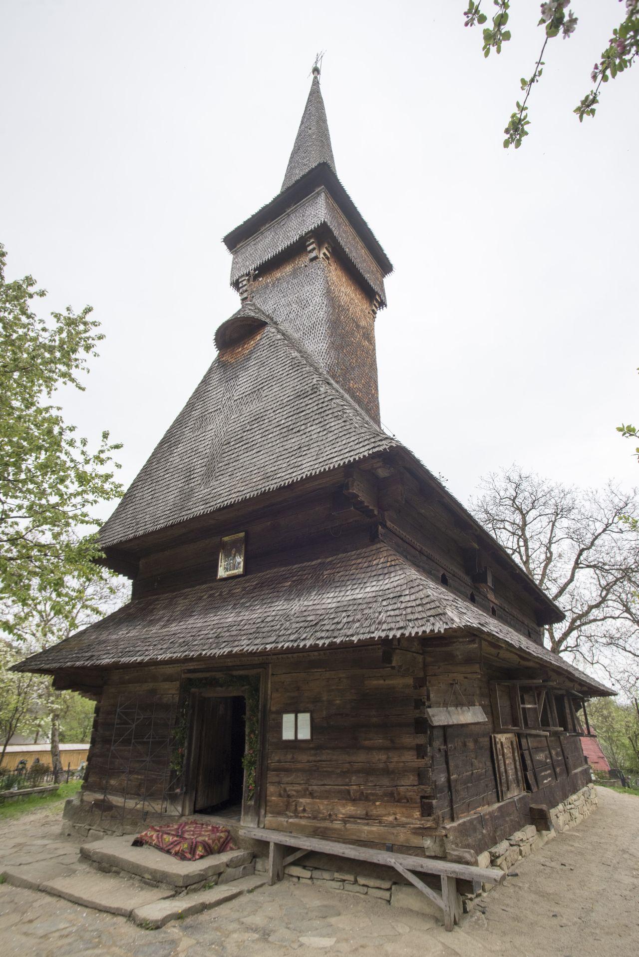 biserica din desesti (1)