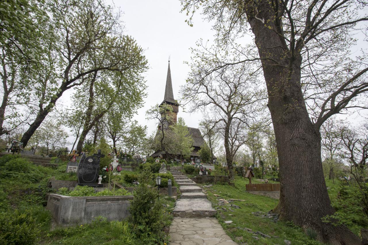 Biserica din Desești
