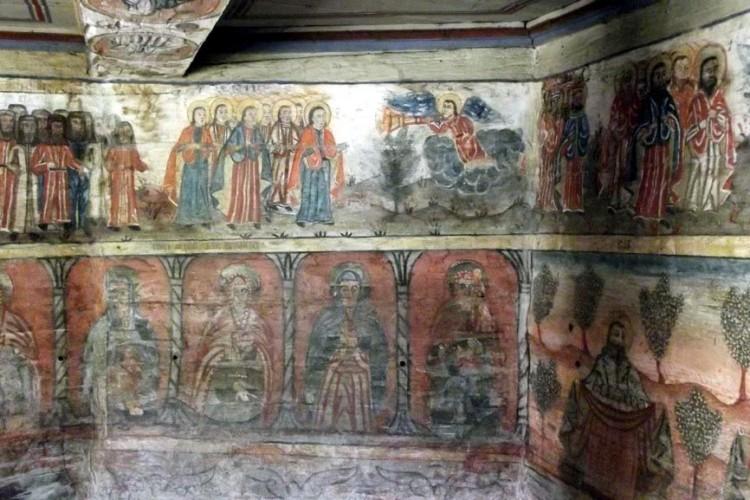 """Rogoz, biserica """"maramureșeană"""" din Ardeal"""