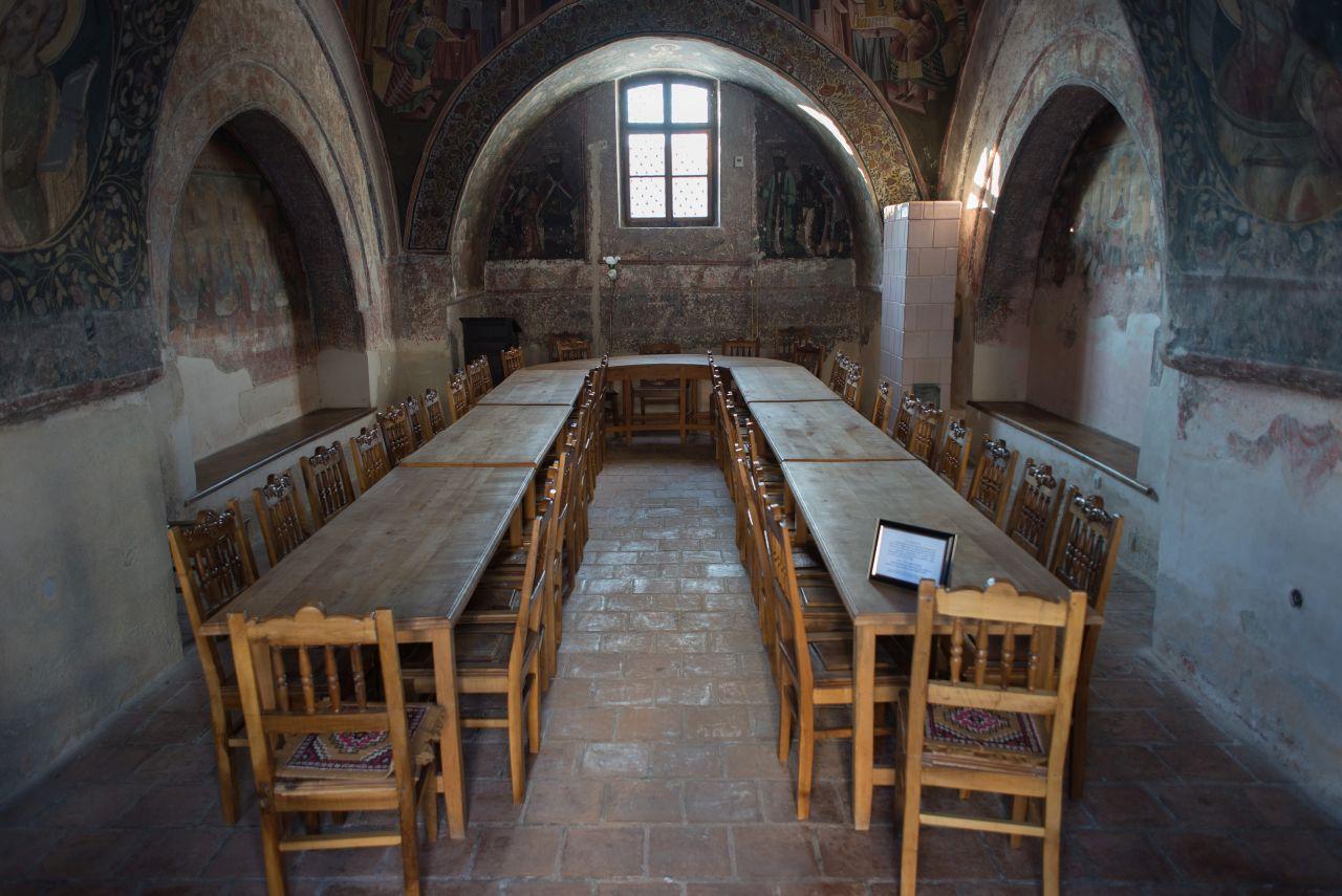 Trapeza (sala de mese) cu o frumoasă pictură interioară