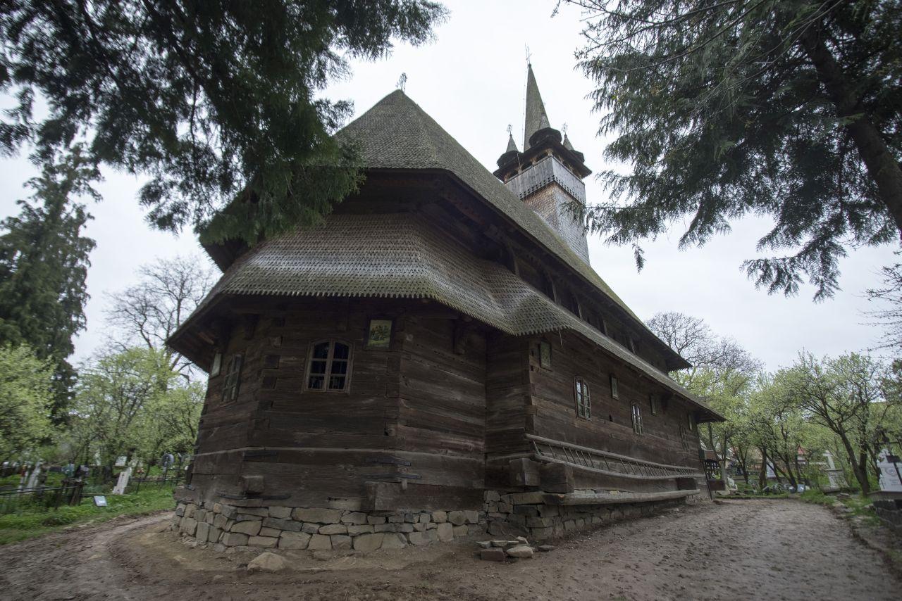Biserica din Budești, cea mai mare construcție medievală de lemn din Maramureș