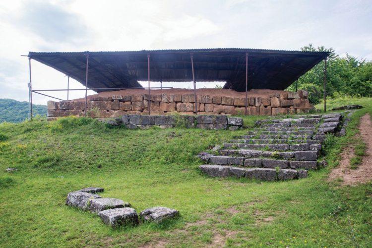 Cele două turnuri ale regilor daci