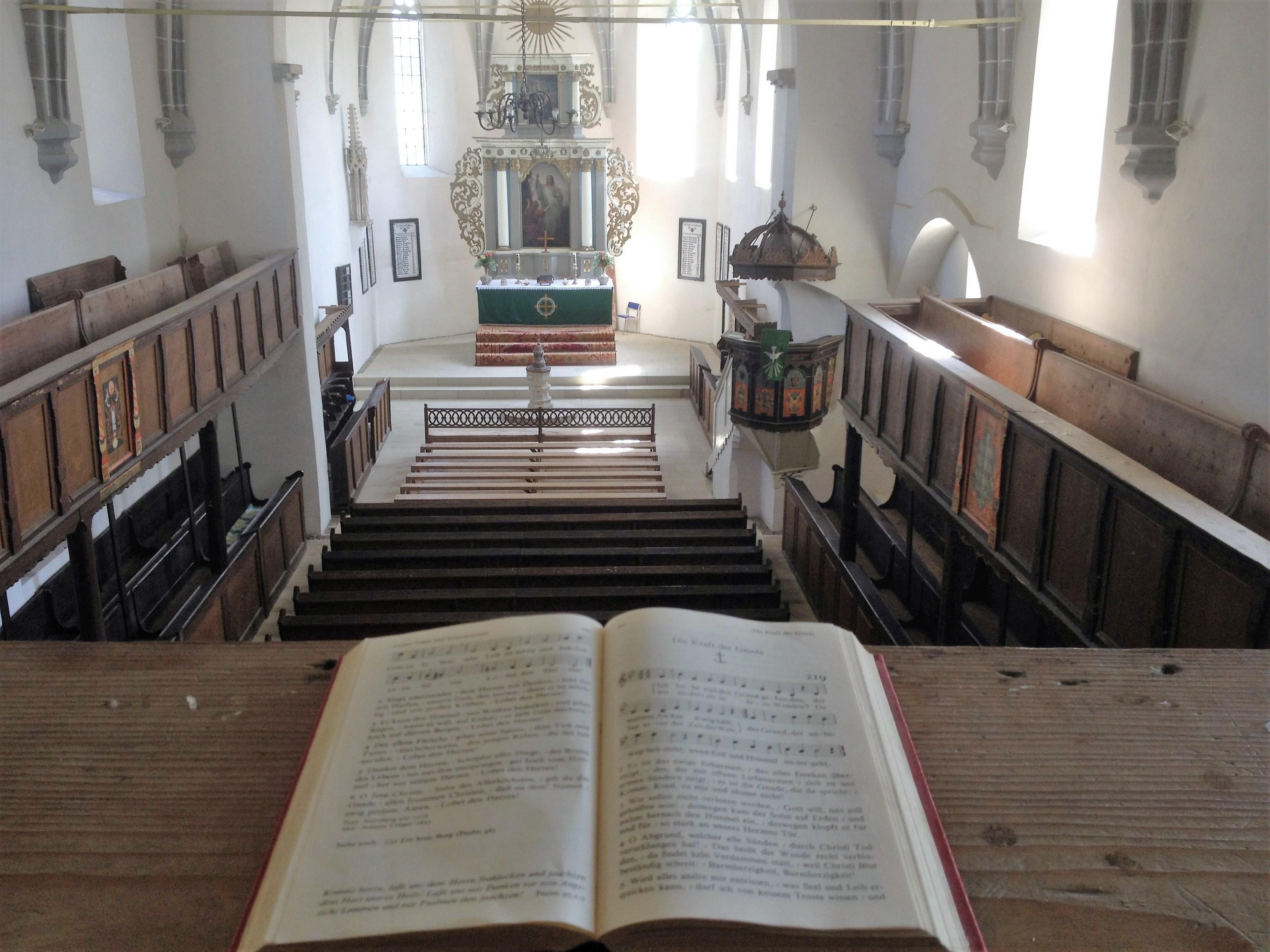 Biserica din Saschiz are o singură navă, cu dimensiunile de 41x4 metri