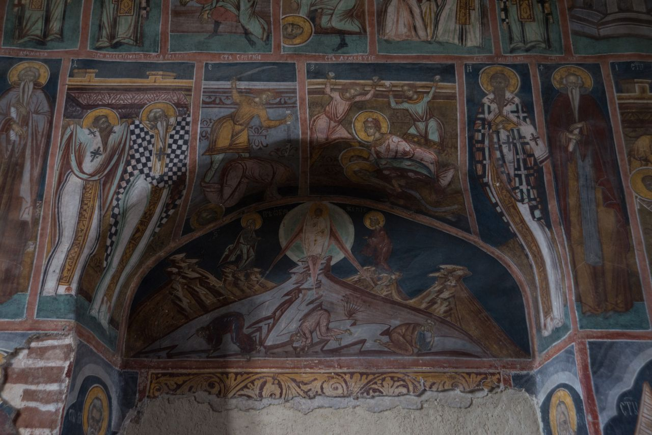Pictura interioară este, însă, foarte bine păstrată și restaurată